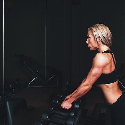beneficios de entrenar en el gimnasio